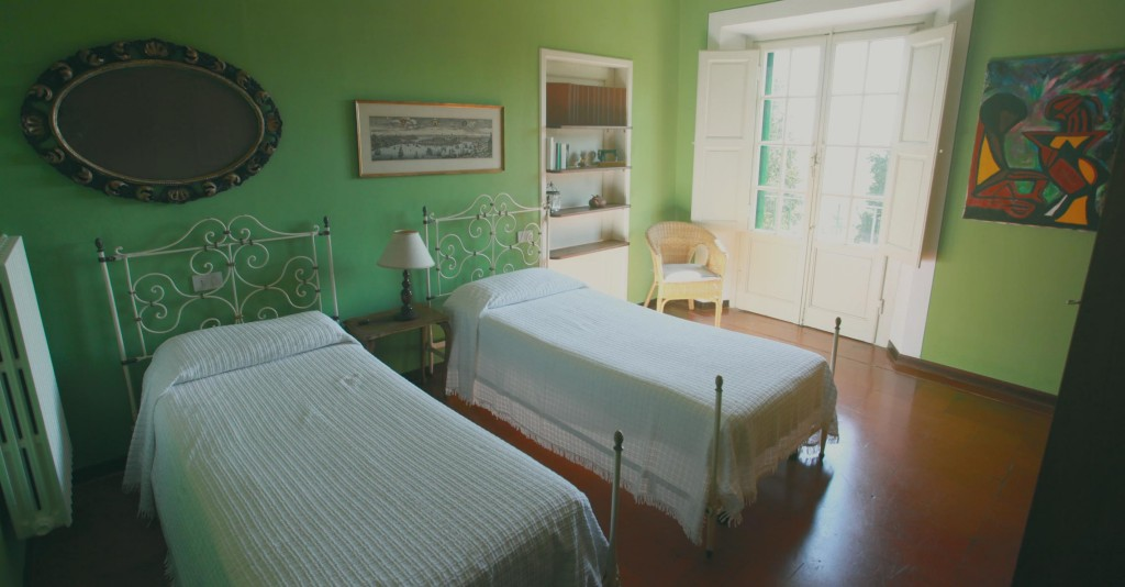 acacia_interior_bedroom_green