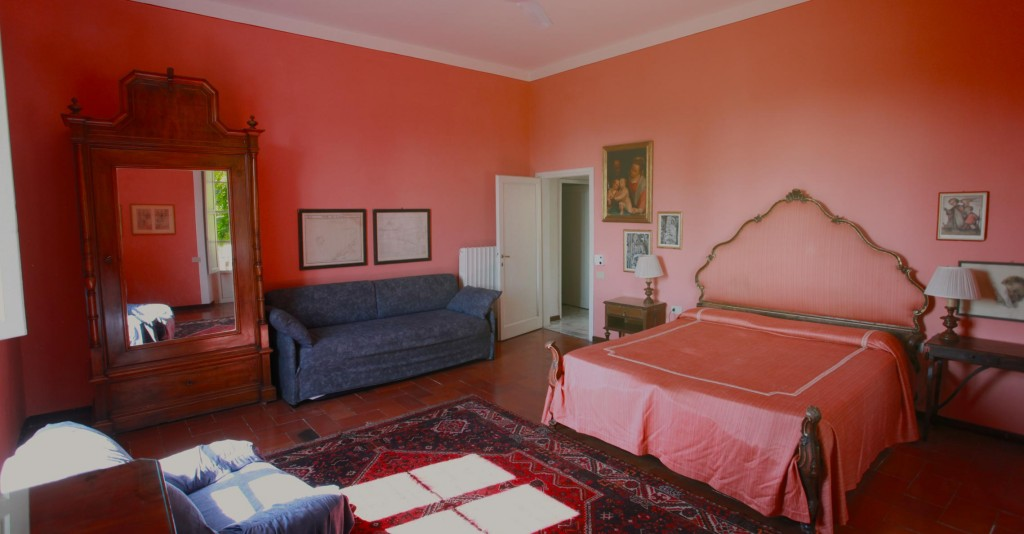 acacia_interior_bedroom_red